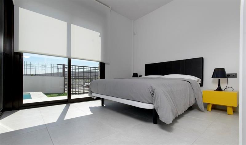 Villa te koop Costa Blanca Algorfa La Finca master bedroom.