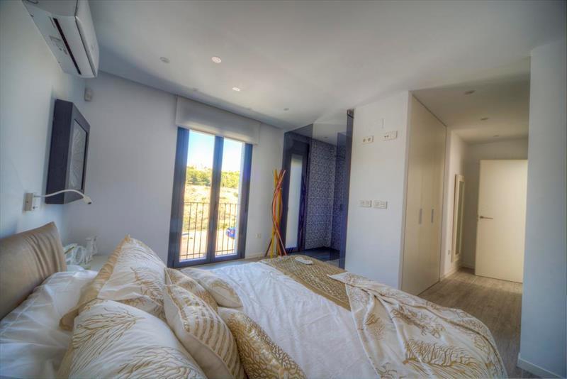 te koop vakantiewoning Costa Blanca golfresort La Finca master bedroom,