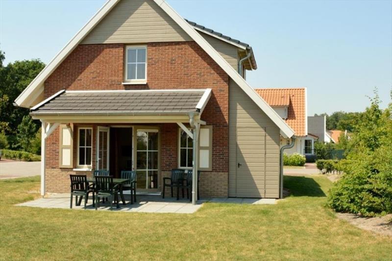 Vakantiehuis te koop in Arcen Limburg Klein vink achterzijde met terras