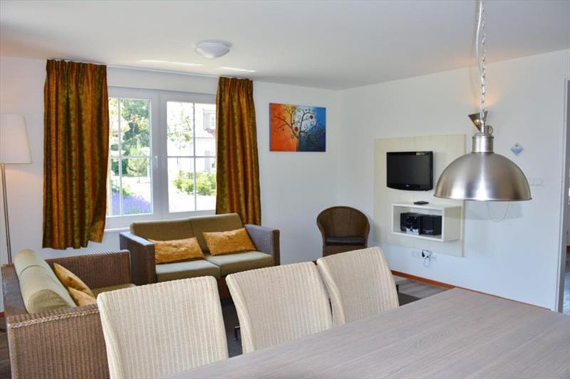 Vakantiehuis te koop in Arcen Limburg Klein vink woonkamer met eetkamer