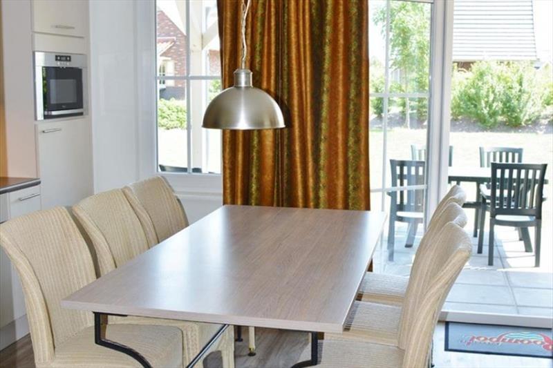 Vakantiehuis te koop in Arcen Limburg Klein vink eetkamer
