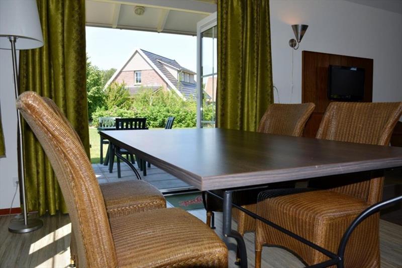 Vakantiehuis te koop in Arcen Limburg park Klein Vink eetkamer