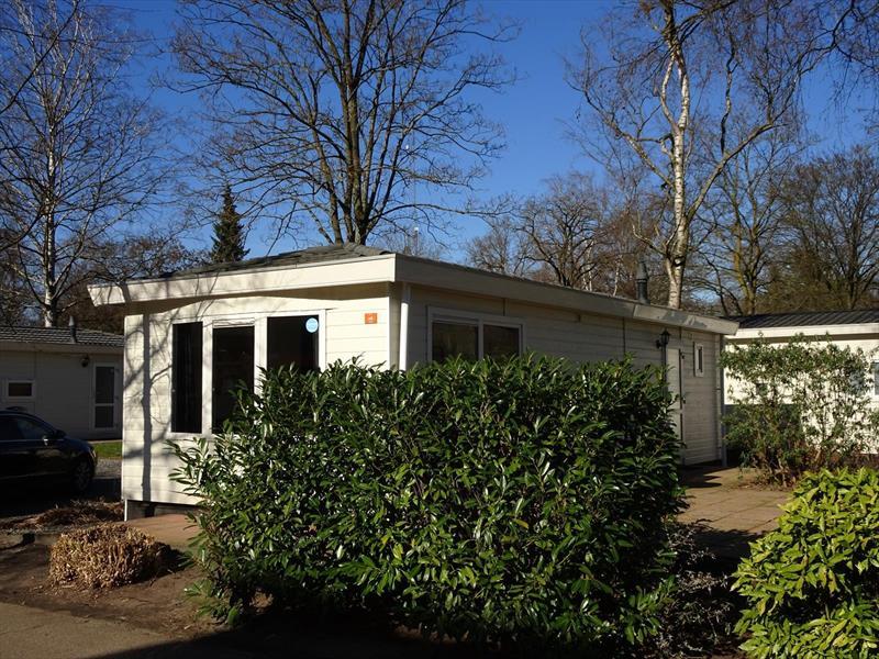 Vakantiehuis te koop Gelderland Arnhem. Voorkant vanaf straatzijde