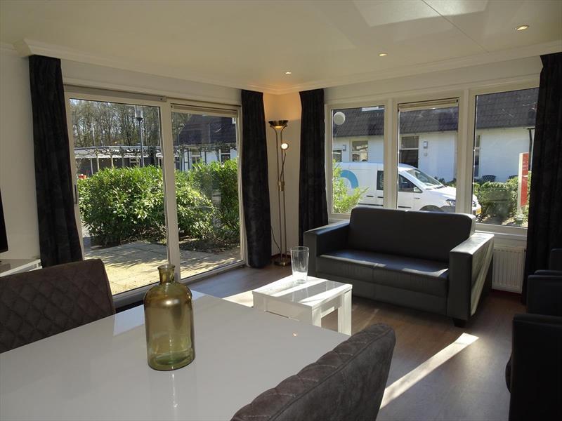 Vakantiehuis te koop Gelderland Arnhem. Woonkamer met veel ruimte