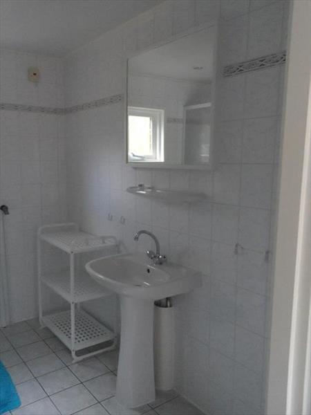 Vakantiehuis te koop Gelderland Beekbergen L.Bergweg 31 K I48 Droompark Beekbergen Badkamer