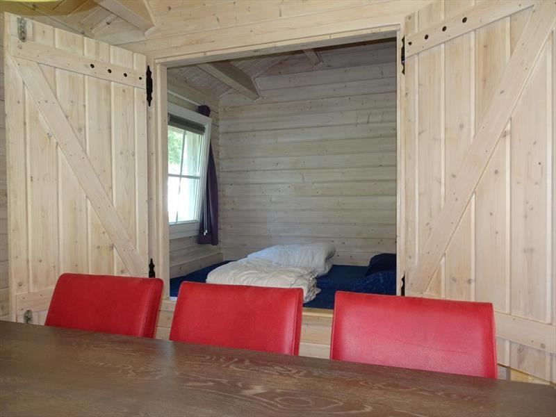 Vakantiehuis te koop Limburg Belfeld Maalbekerweg 25 K002  Droompark Maasduinen Bedstee in woonkamer