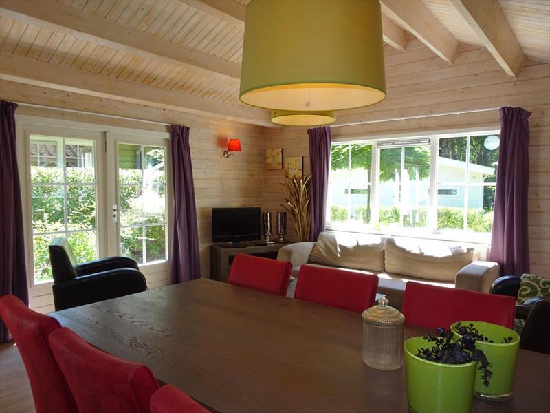 Vakantiehuis te koop Limburg Belfeld Maalbekerweg 25 K002  Droompark Maasduinen Woonkamer