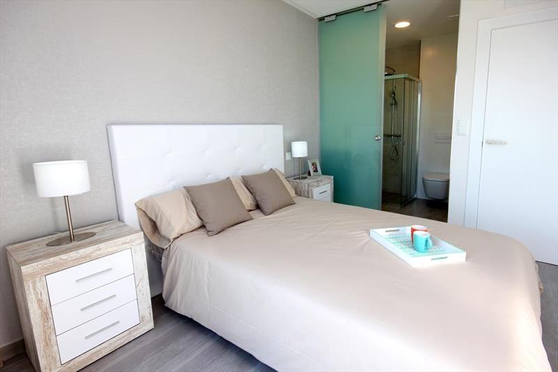 Vakantiehuis kopen Spanje Costa Blanca Benijofar master bedroom.