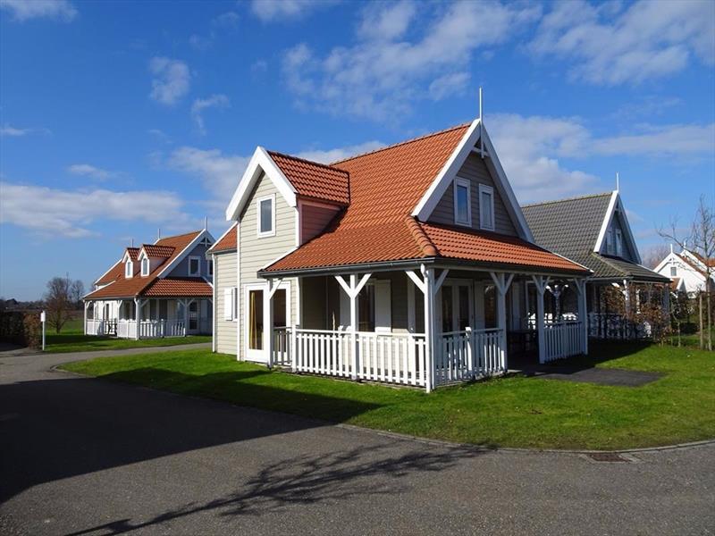 Vakantiehuis te koop Bruinisse Aquastaete Zeeland achterkant met veranda