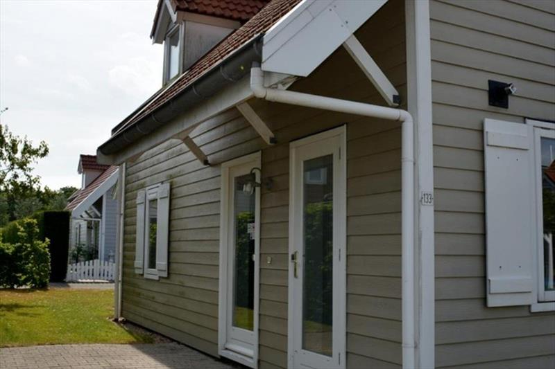 Vakantiehuis te koop Bruinisse Aquastaete Zeeland zijkant