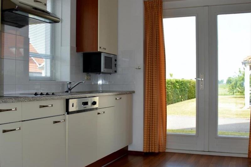 Vakantiehuis te koop Bruinisse Aquastaete Zeeland keuken