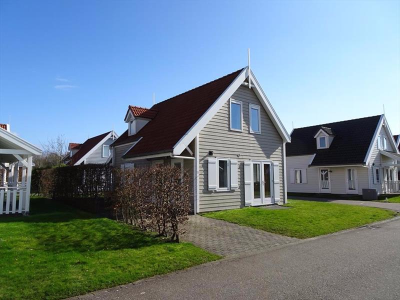 Vakantiehuis te koop Bruinisse Aquastaete Zeeland voorkant