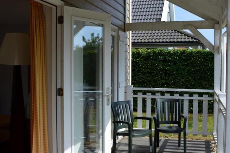 Vakantiehuis te koop Bruinisse Aquastaete Zeeland veranda