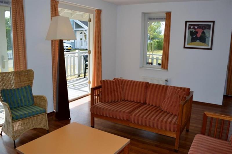 Vakantiehuis te koop Bruinisse Aquastaete Zeeland woonkamer