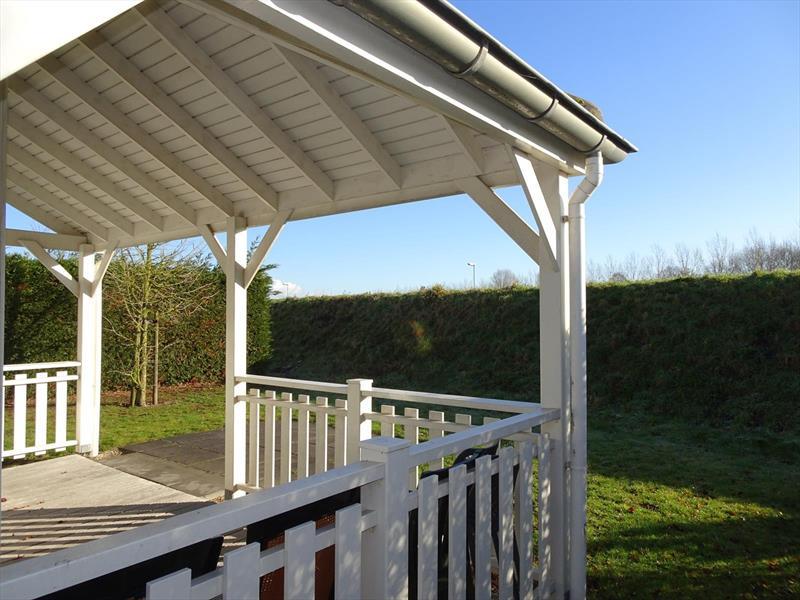 Vakantiehuis te koop Zeeland Bruinisse Groeneweg 1 K136  Veranda achtertuin