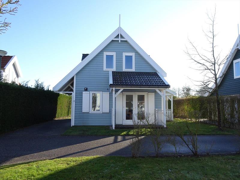 Vakantiehuis te koop Zeeland Bruinisse Groeneweg 1 K136  Voorzijde met parkeerplaats
