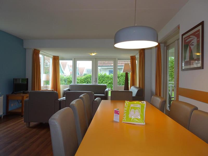 Vakantiehuis te koop Zeeland Bruinisse Groeneweg 1 K164  Park Aquadelta Woonkamer