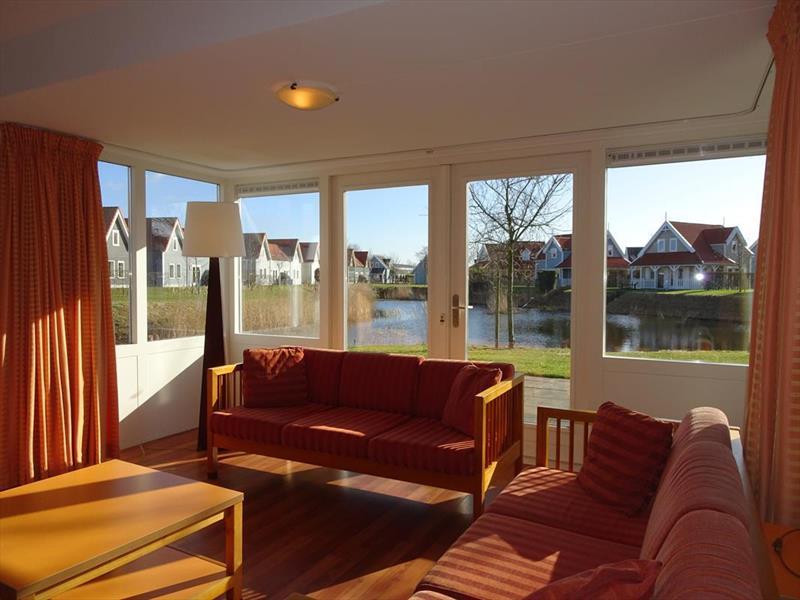 Vakantiehuis te koop Zeeland Bruinisse Groeneweg 1 K21 Park Aquadelta  Woonkamer