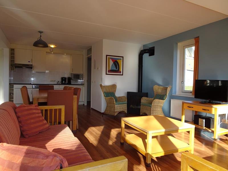 Vakantiehuis te koop Zeeland Bruinisse Groeneweg 1 K21 Park Aquadelta  Woonkamer en keuken