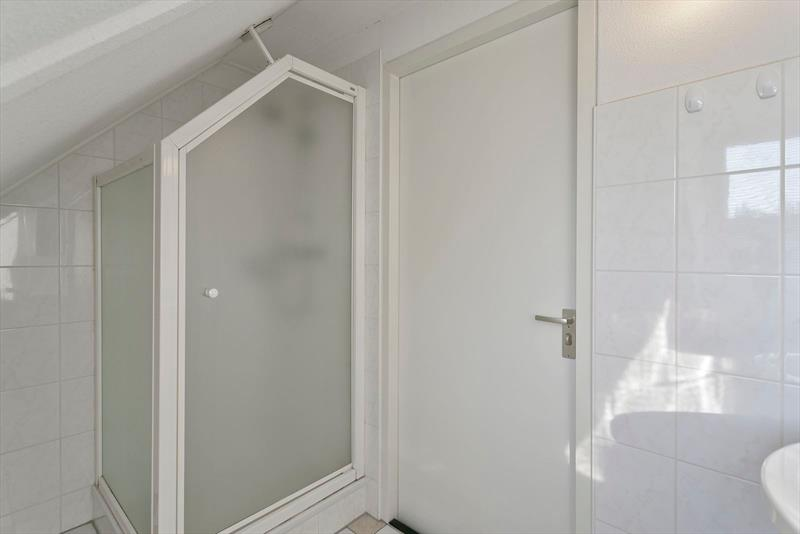 Vakantiehuis te koop in Bruinisse Badkamer op de verdieping