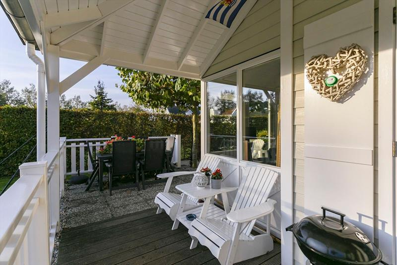Vakantiehuis te koop in Bruinisse veranda