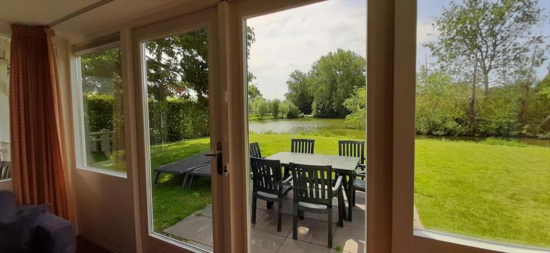 Vakantiehuis te koop Bruinisse Zeeland uitzicht vanuit de woonkamer
