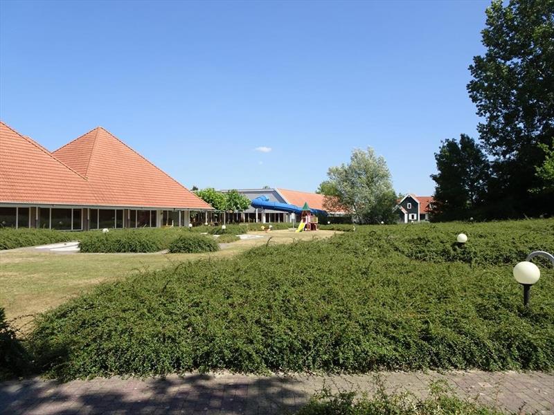 Vakantiehuis te koop Zeeland Bruinisse Groeneweg 1 K61 zwembadgebouw Park Aquadelta  Terras met uitzicht