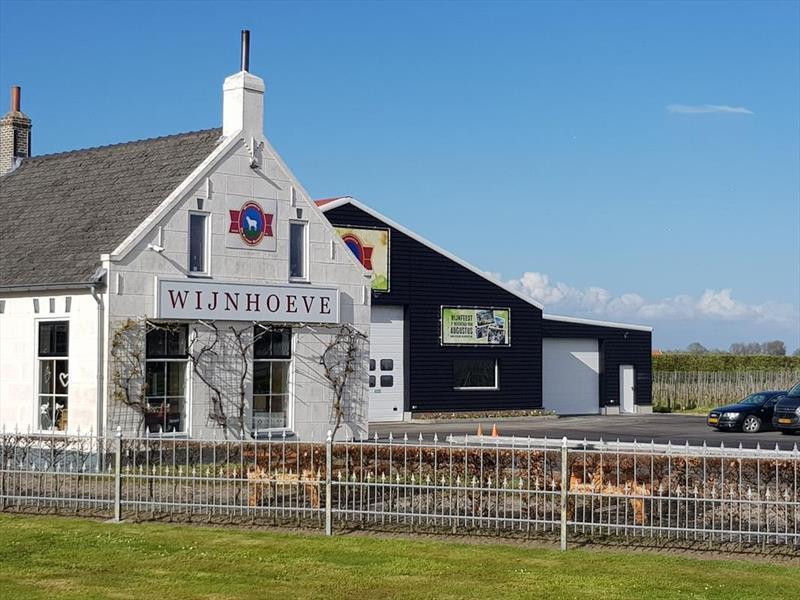 Vakantiehuis te koop Zeeland Bruinisse Groeneweg 1 K61 Wijnboerderij De kleine Schorre Park Aquadelta  Terras met uitzicht