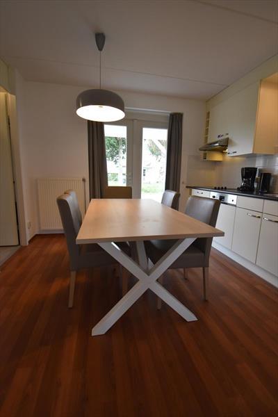 Vakantiehuis te koop Zeeland Bruinisse eetkamer