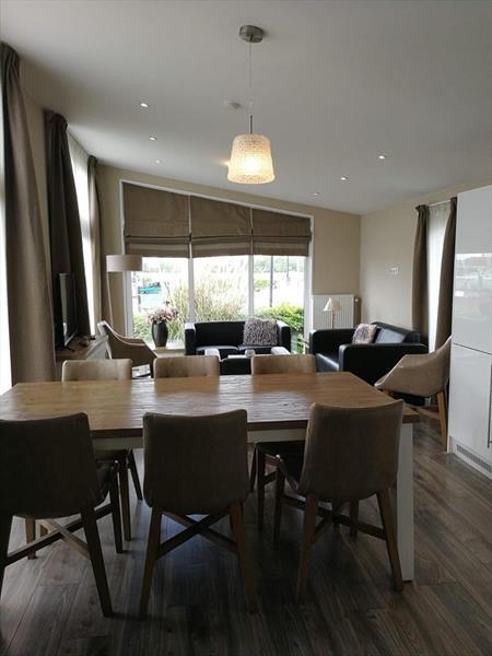 Vakantiehuis te koop in Dordrecht eetkamer en woonkamer