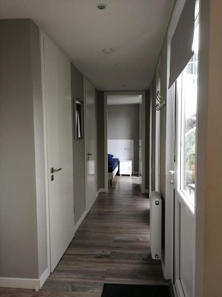Vakantiehuis te koop in Dordrecht hal naar de slaapkamers en badkamers