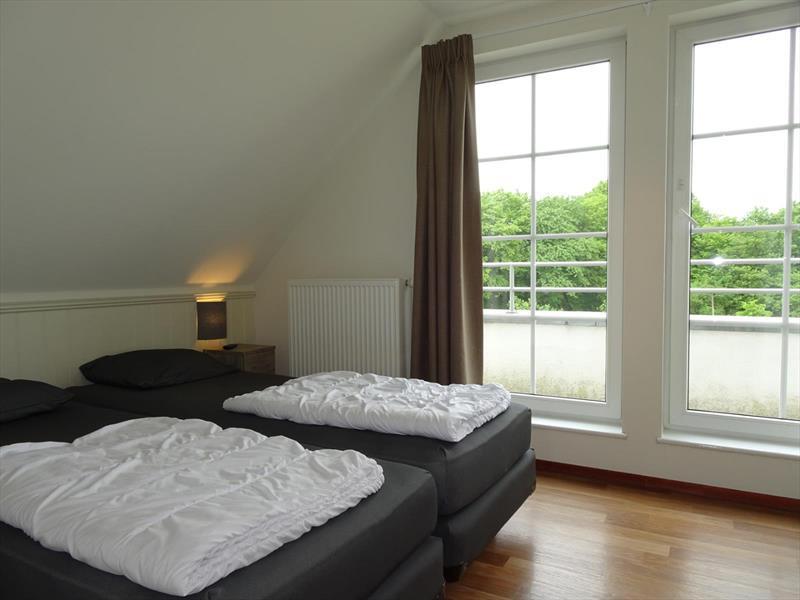 Vakantiehuis te koop slaapkamer 1 met toegang tot balkon