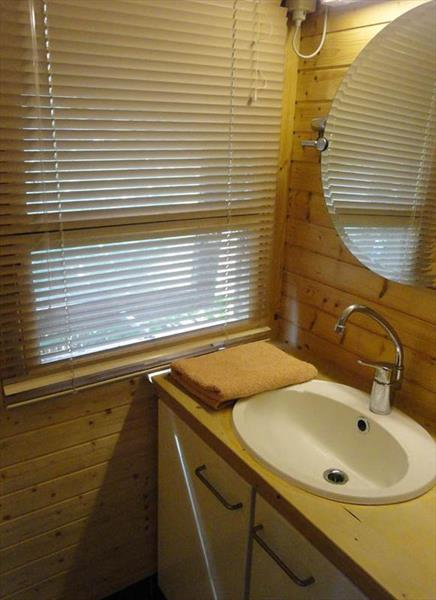 Vakantiehuis te koop Noord-Brabant Heeswijk Dinther Laverdonk 5 Sanitaire ruimte gastenverblijf
