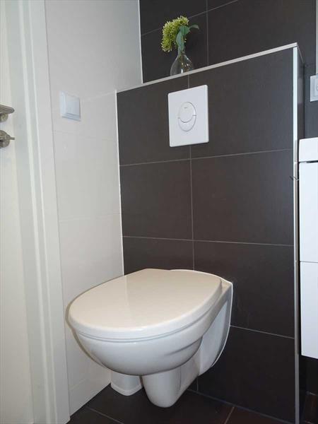 Vakantiehuis te koop in Hellevoetsluis toilet in de badkamer