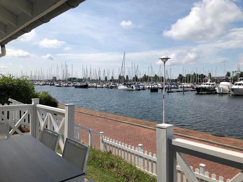 Vakantiehuis te koop Z.Holland Hellevoetsluis Nieuwe Zeedijk 1 K43 Park Cape Helius Terras voorzijde