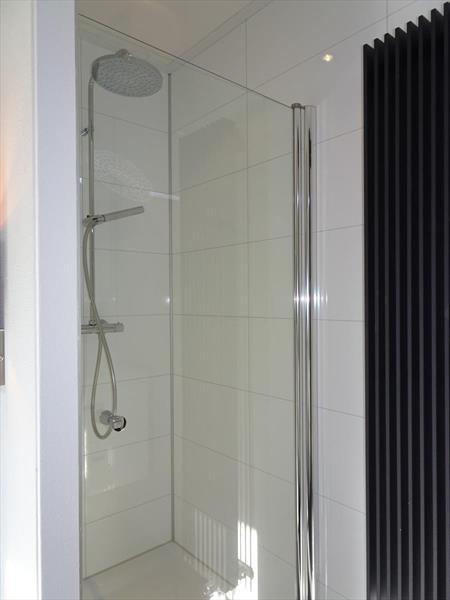 Vakantiehuis te koop Gelderland Hulshorst Varelseweg 211 Hulst16 Park Bad Hoophuizen badkamer 1