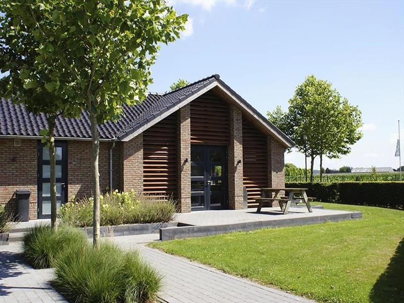 Vakantiehuis te koop Gelderland Kesteren Hoge Dijkseweg 40 K81 park Rijk van Batouwe Op het park