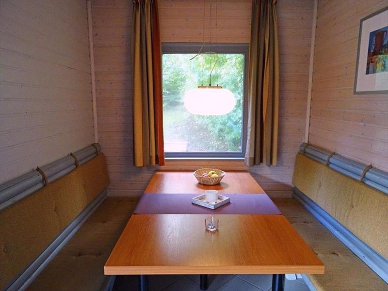 Vakantiehuis te koop Seepark Kirchheim eetkamer