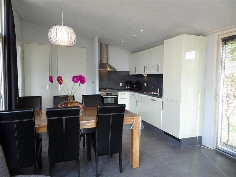 Vakantiehuis te koop Gelderland Lochem Ploegdijk 2 K128 Resort De Achterhoek  Woonkamer en keuken