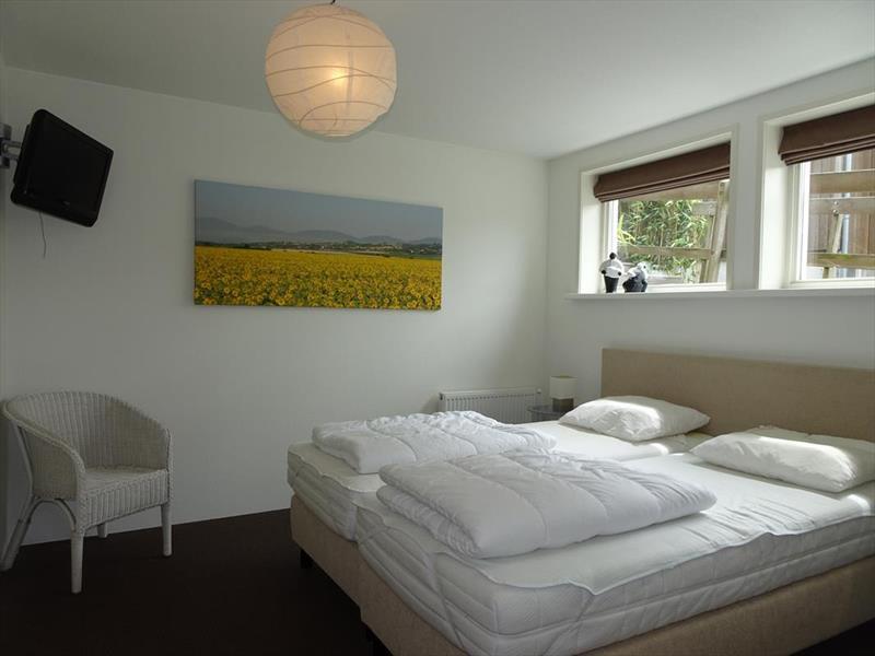 Vakantiehuis te koop Friesland Noardburgum Rijksstraatweg 80 K140 Park Zwartkruis  Slaapkamer 1
