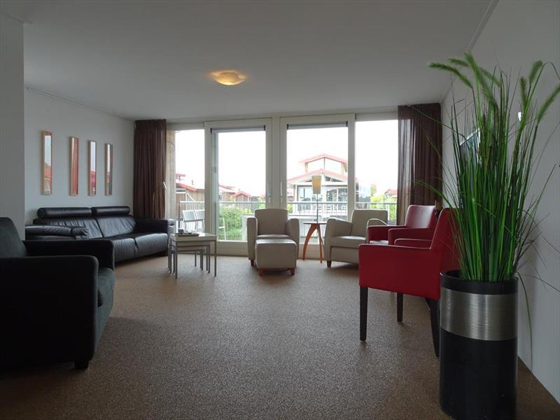 Vakantiehuis te koop Friesland Noardburgum Rijksstraatweg 80 K140 Park Zwartkruis  Woonkamer