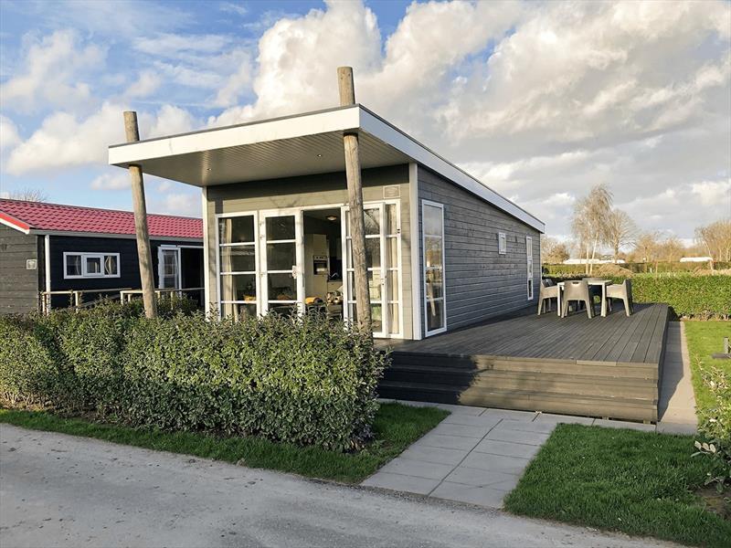 Vakantiehuis te koop bij het strand in Zeeland voorzijde