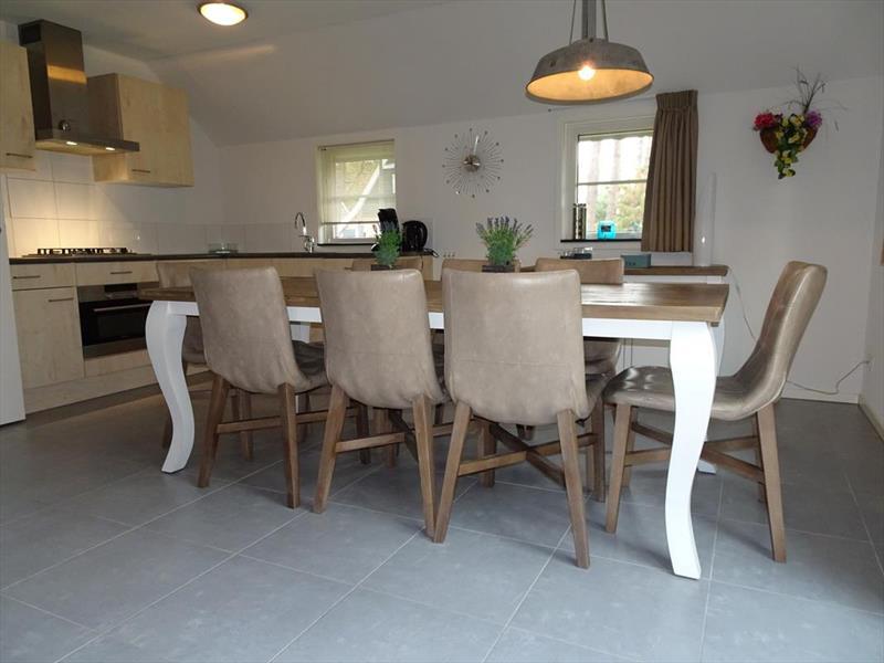 Vakantiehuis te koop Gelderland Otterlo Vijverlaan 1 K5 Droompark De Zanding Woonkamer en keuken