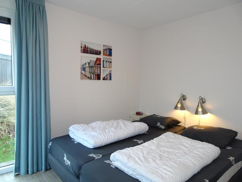 Vakantiehuis te koop Z.Holland Ouddorp Oude Nieuwlandseweg 11 Helmduyn 6 Roompot Strandpark Duynhille Slaapkamer 1
