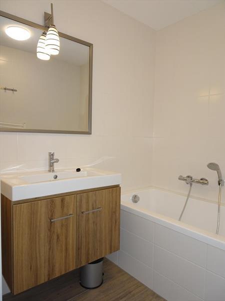 Vakantiehuis te koop Z.Holland Ouddorp Oude Nieuwlandseweg 11 Helmduyn 6 Roompot Strandpark Duynhille Badkamer