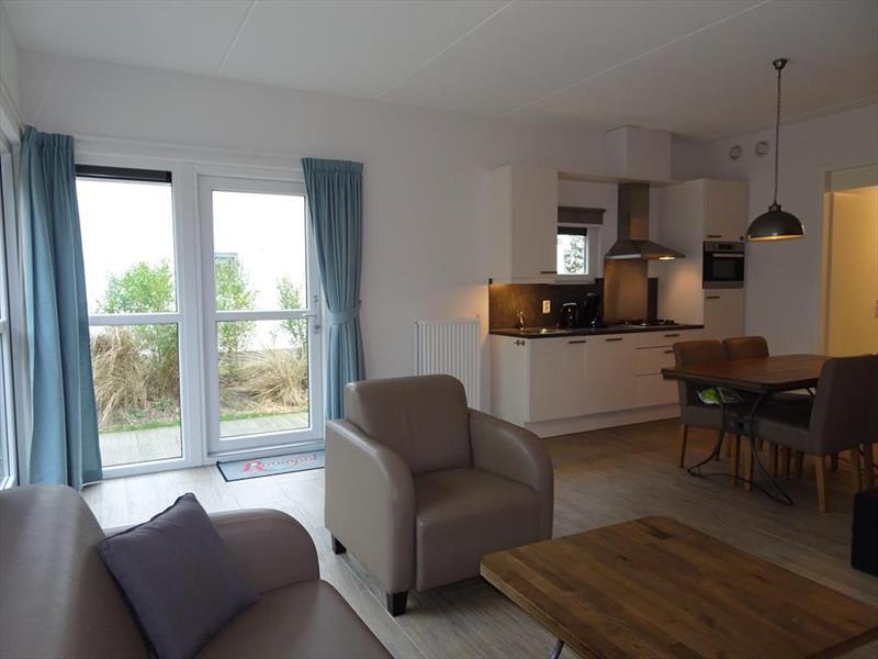 Vakantiehuis te koop Z.Holland Ouddorp Oude Nieuwlandseweg 11 Helmduyn 6 Roompot Strandpark Duynhille Woonkamer en keuken