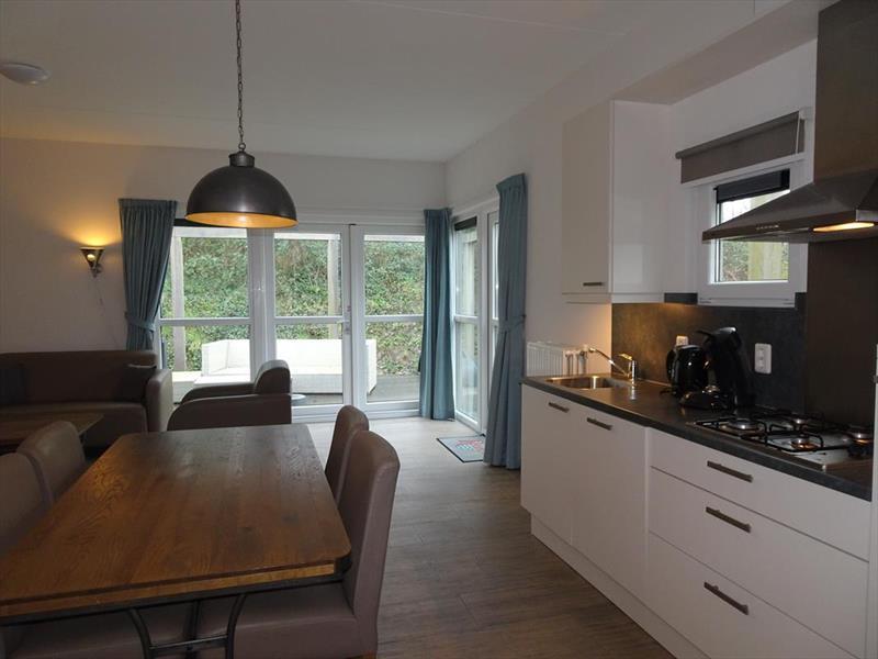 Vakantiehuis te koop Z.Holland Ouddorp Oude Nieuwlandseweg 11 Helmduyn 6 Roompot Strandpark Duynhille Keuken en woonkamer