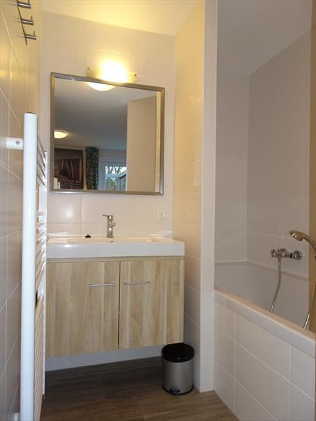 Vakantiehuis te koop Zuid Holland Ouddorp Oosterduin 9 Roompot Strandpark Duynhille  Badkamer 1
