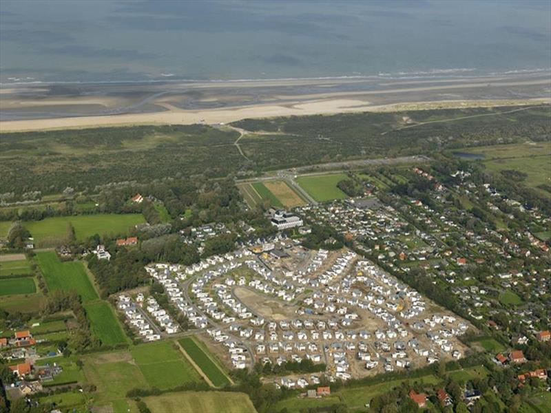 Vakantiehuis te koop Zuid Holland Ouddorp Oosterduin 9 Roompot Strandpark Duynhille  luchtfoto van het park