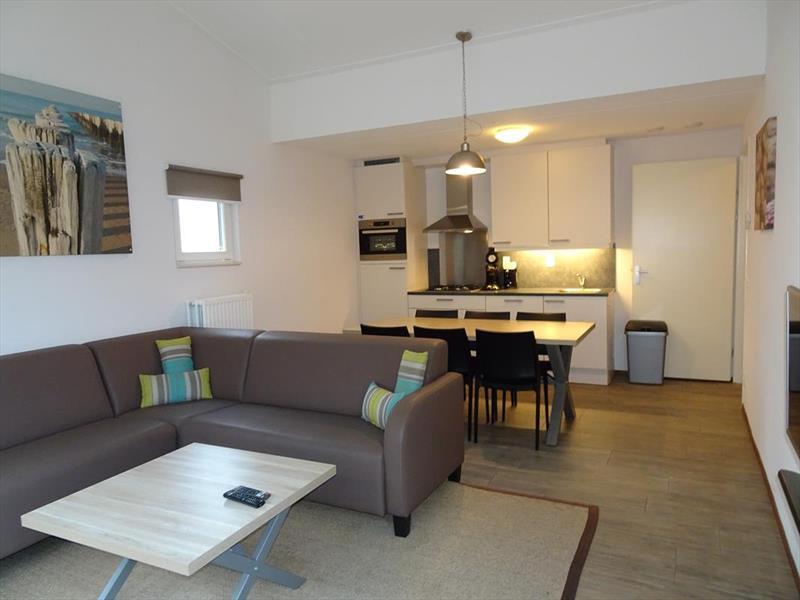 Vakantiehuis te koop Zuid Holland Ouddorp Oosterduin 9 Roompot Strandpark Duynhille  Woonkamer en keuken